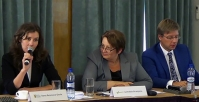 Priekšvēlēšanu diskusija starp politiķiem un uzņēmējiem par fizikas un ķīmijas eksāmeniem.